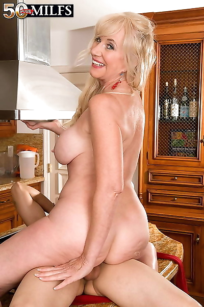 Blonde milf gets the fuck of..