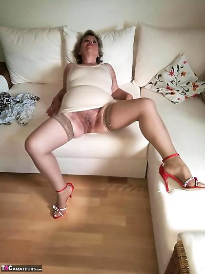 Horny nan Caro pets her..