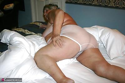 Obese granny Grandmalibby..