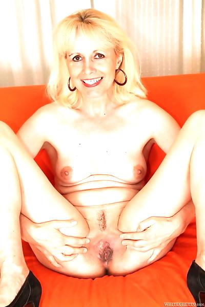 Hot mature Koko Blond..