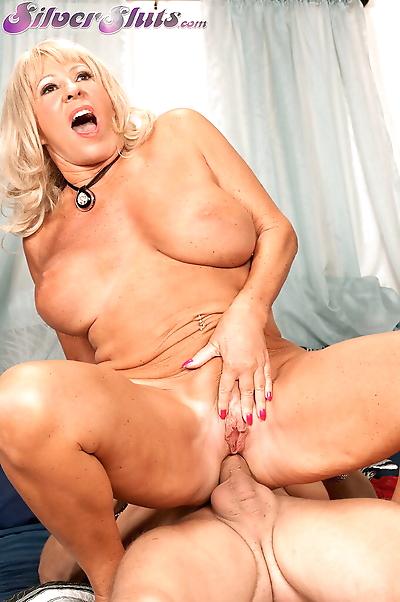 Hot blonde cougar Mandi..