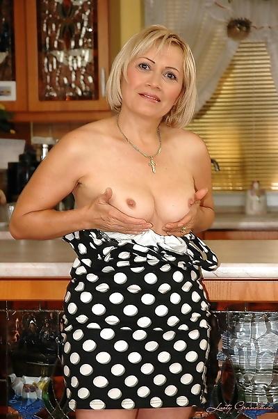 Amateur blonde granny Gitta..