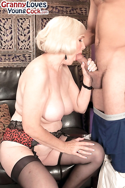 Blonde granny Lola Lee shows..