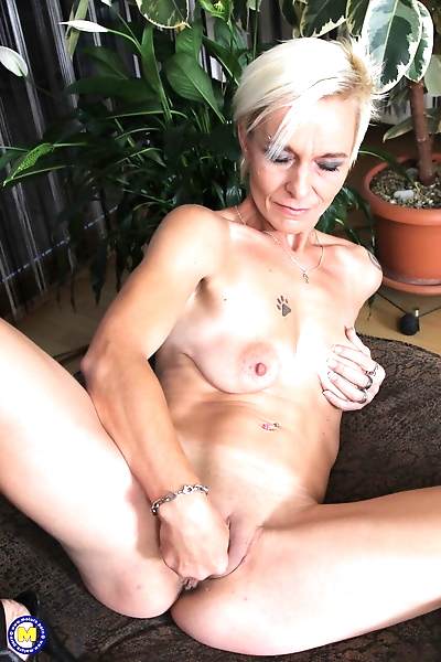 Mature housewife Roxette..