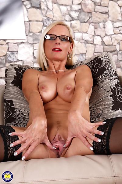 German housewife Tina in..