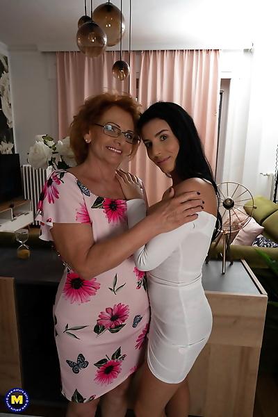 Mature housewife Katalina &..
