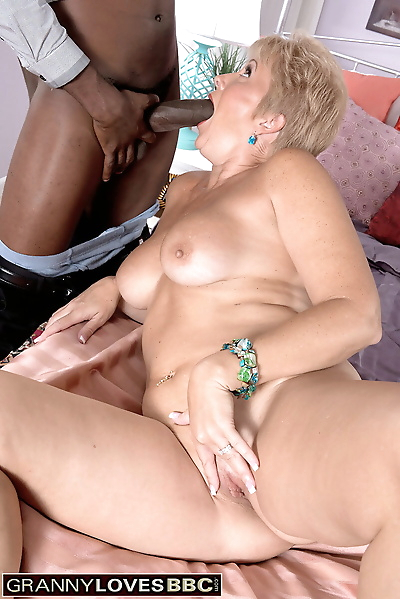 Mature woman Tracy Licks..