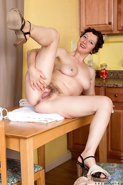 Mature housewife Artemisia..