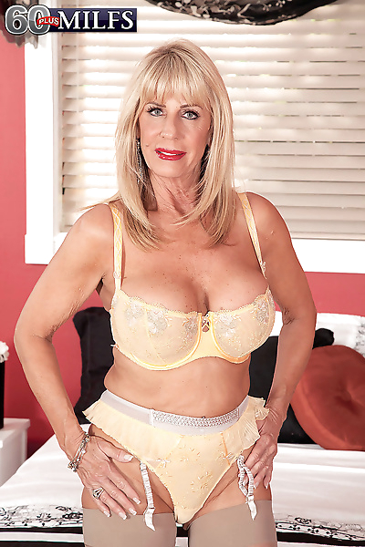 Old mature blonde frees her..