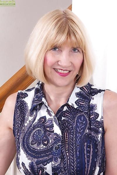 Blonde granny Bossy Ryder..
