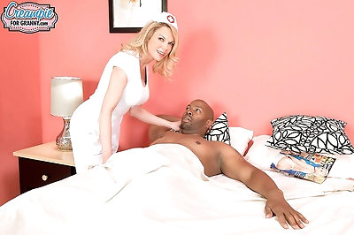 Blonde nurse Alexa Rae gets..
