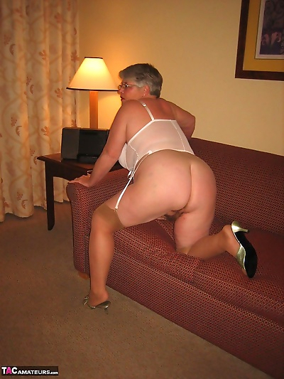 Amateur granny on the heavy..