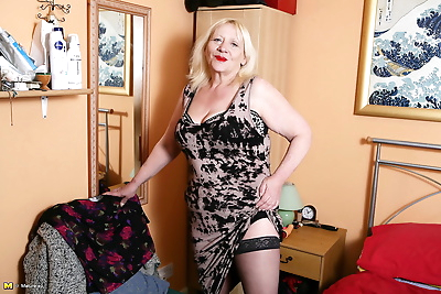 Chubby British nan whips out..