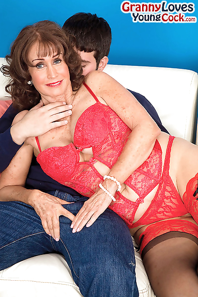 Hot granny Jacqueline Jolie..