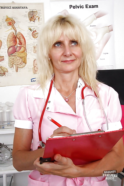 Older blonde lady Mia Hot..