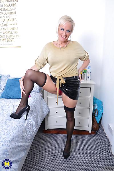 British housewife debbie..