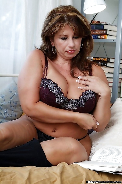Hot and sexy mom caterine..