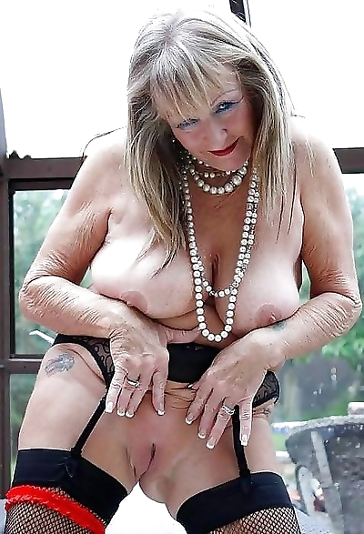 Granny pussy - part 3676
