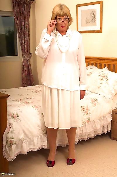 Horny british chubby mama..