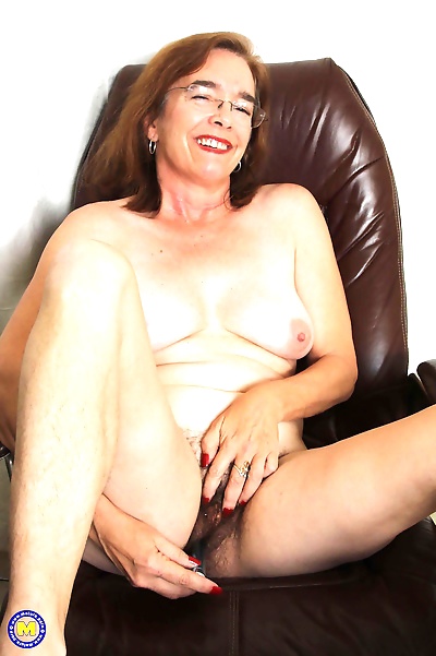 American hairy mature lady..