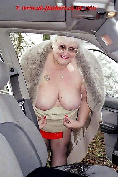 Flashing granny fran in..