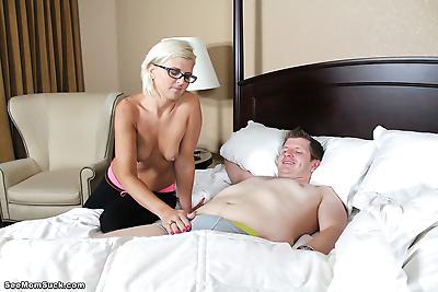 Mommy cheyenne suck cock of..