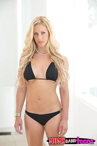 Bikini-clad milf seducing a..