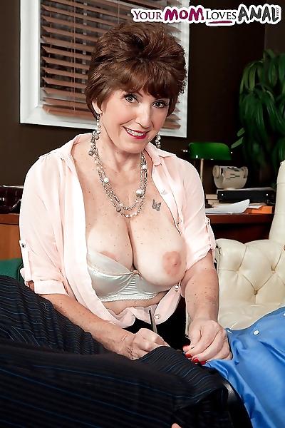 Mature psychologist Bea..