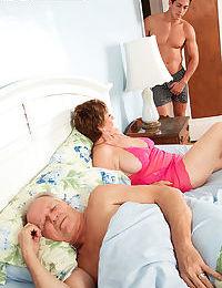 Hot granny Bea Cummins flaunts bare feet & gives hot titjob and handjob