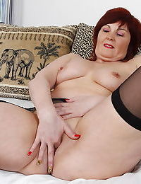 Big booty mature mama playing with her toys - part 2209