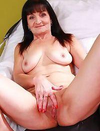 Older granny ginger kovra fingering her mature pussy - part 850