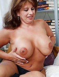 Hot and sexy mom caterine shows all - part 4792
